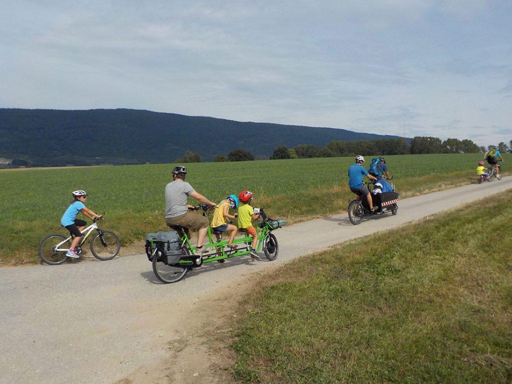 Vélos, tandems, cargo, triplette, follow-me: tout y passe!